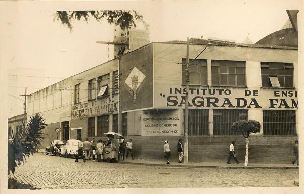 Foto antiga da fachada do Instituto de Ensino Sagrada Família em São Caetano