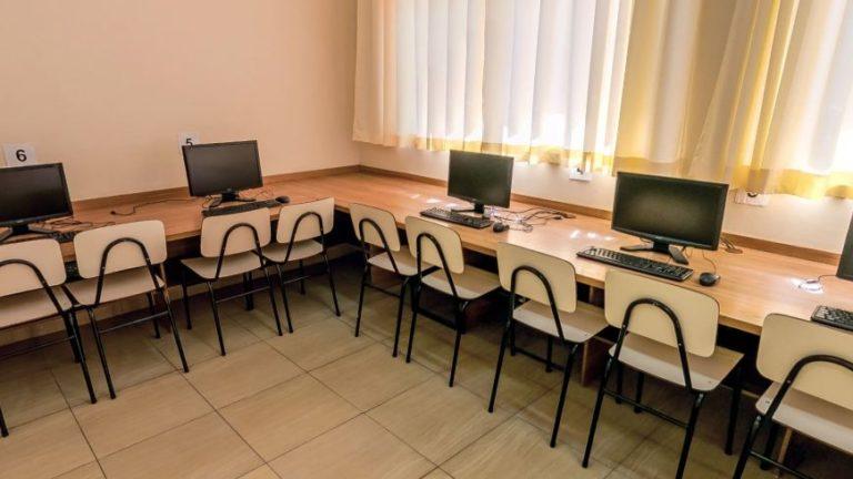 Sala de Informática no Instituto de Ensino Sagrada Família em São Caetano do Sul